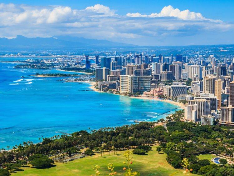 22. The county of Honolulu, Hawaii, has a population of 980,080.